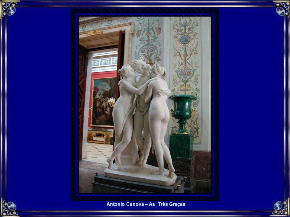 HERMITAGE 3 Esculturas Uma vida inteira é pouco para conhecer todo o acervo do Museu Hermitage, avaliado em 3 milhões de peças. Algum fã obcecado calc