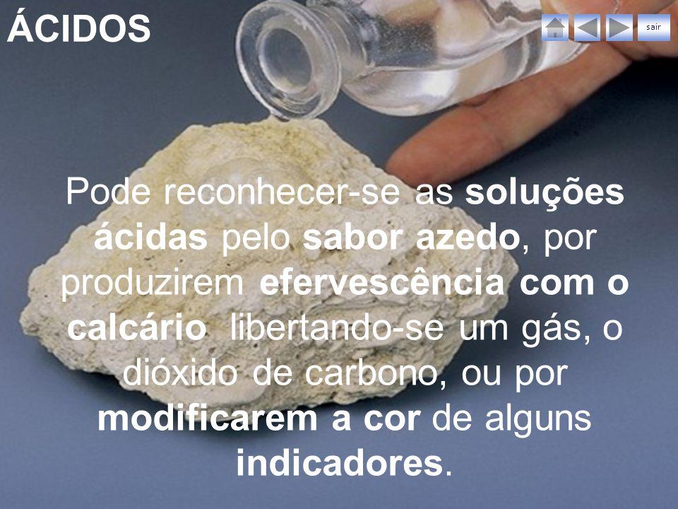 ÁCIDOS sair Pode reconhecer-se as soluções ácidas pelo sabor azedo, por produzirem efervescência com o calcário libertando-se um gás, o dióxido de car