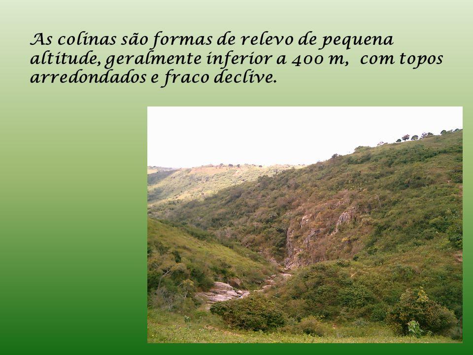 Os vales são áreas compreendidas entre relevos de maior altitude, podendo apresentar uma forma em U ou em V.