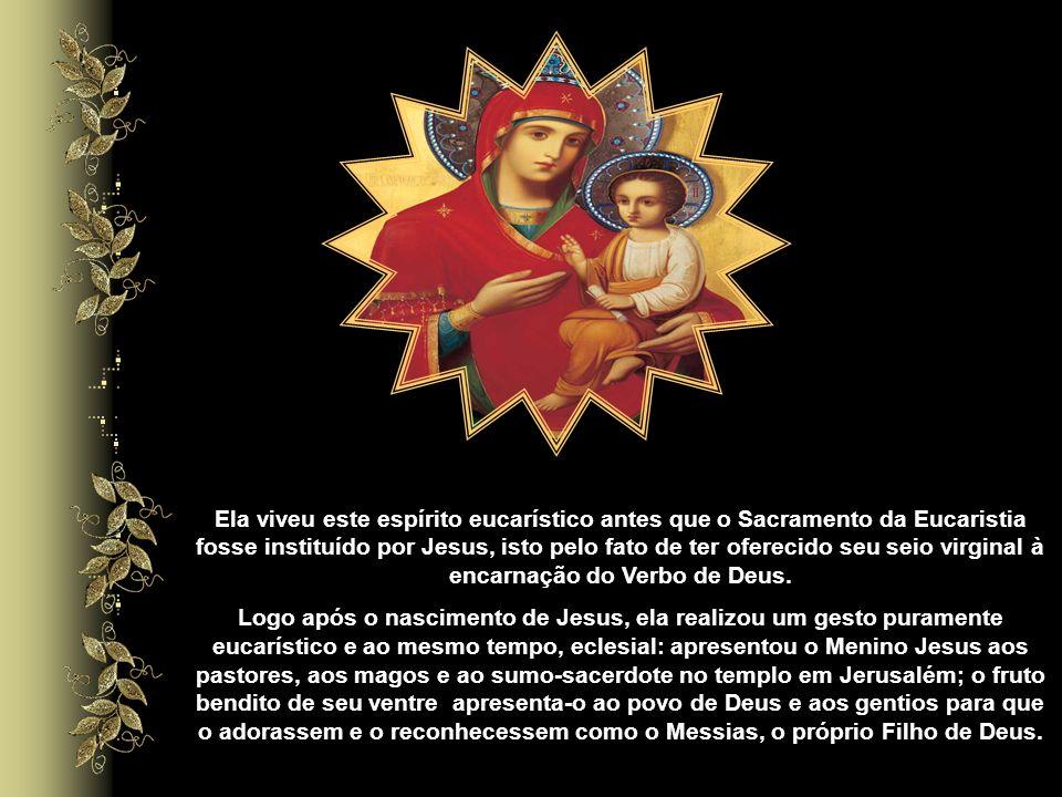 Ao nos aproximarmos de Nossa Senhora, entramos no templo do Senhor, onde está o primeiro tabernáculo que Jesus habitou por nove meses. Em Maria, Deus