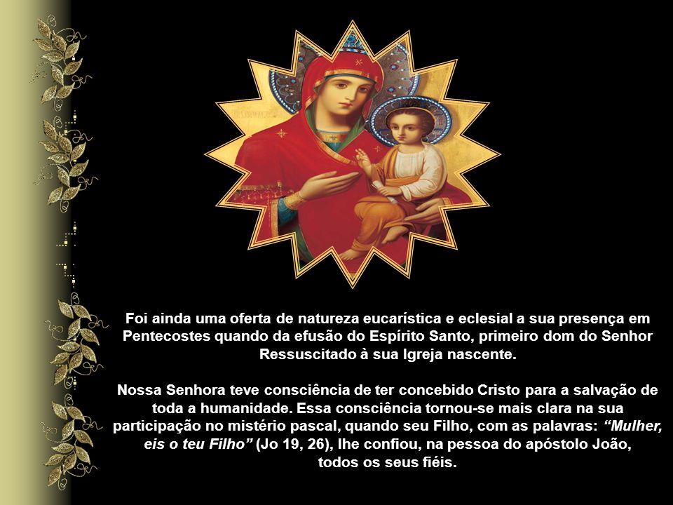 Em Caná da Galiléia a solícita intercessão de Maria livra do vexame os noivos na hora do primeiro sinal que seu Filho deu, oferecendo-se através de um