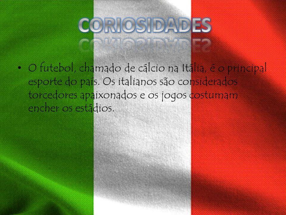 O futebol, chamado de cálcio na Itália, é o principal esporte do país. Os italianos são considerados torcedores apaixonados e os jogos costumam encher
