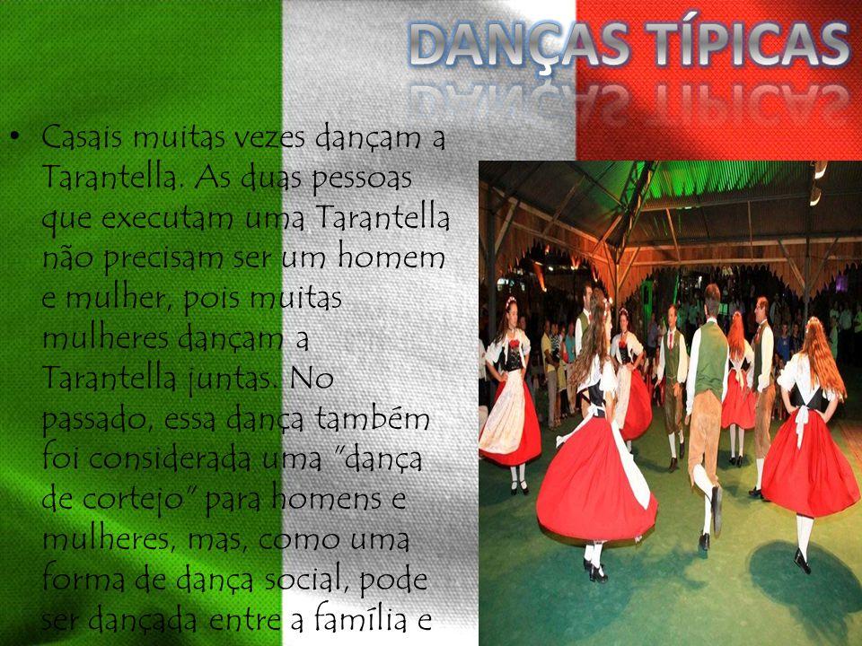Casais muitas vezes dançam a Tarantella. As duas pessoas que executam uma Tarantella não precisam ser um homem e mulher, pois muitas mulheres dançam a