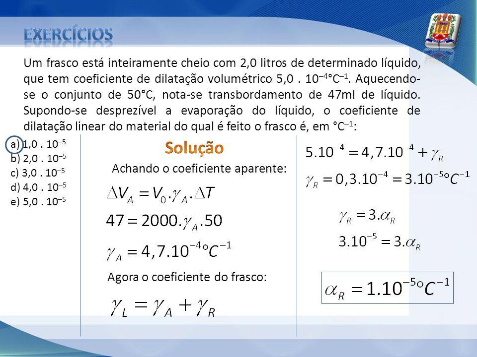 Um frasco está inteiramente cheio com 2,0 litros de determinado líquido, que tem coeficiente de dilatação volumétrico 5,0. 10 –4 °C –1. Aquecendo- se