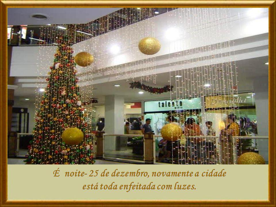 Para vocês meus familiares, amigos e amigas com carinho o meu desejo que vivam a felicidade do Natal: Hoje, Todos os dias do Ano...