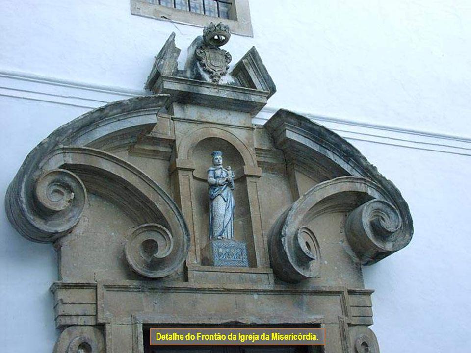 Junto à sinagoga fica a igreja e cruzeiro da Misericórdia. A igreja de arquitectura maneirista e Barroca foi edificada na segunda metade do séc. XVI.