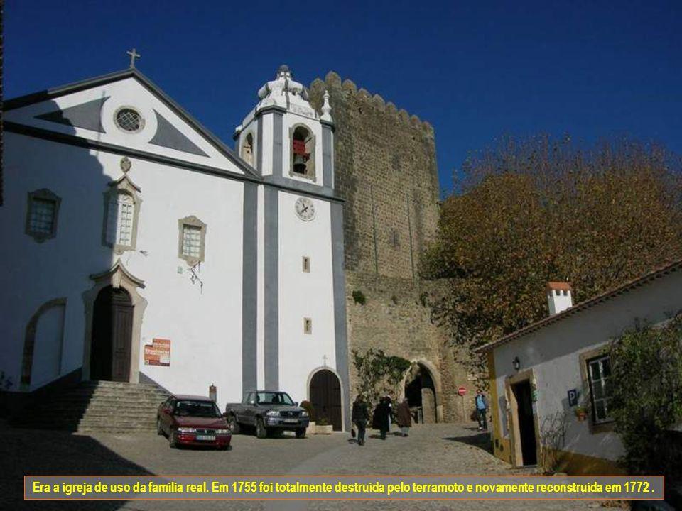Igreja de São Tiago. Inicialmente era um templo medieval e ligado à Alcáçova. No ano de1186 é mandado reedificar por D. Sancho I, ficando o templo com
