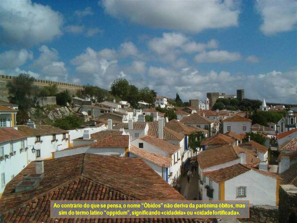 Ao contrário do que se pensa, o nome Óbidos não deriva da parónima óbitos, mas sim do termo latino oppidum, significando «cidadela» ou «cidade fortificada».