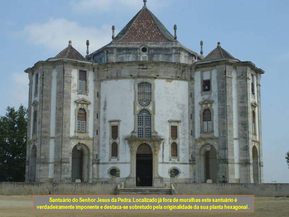 Chafariz D. João V. Ao estilo rococó encontra-se fora de muralhas e junto ao Santuário do Senhor Jesus da Pedra.