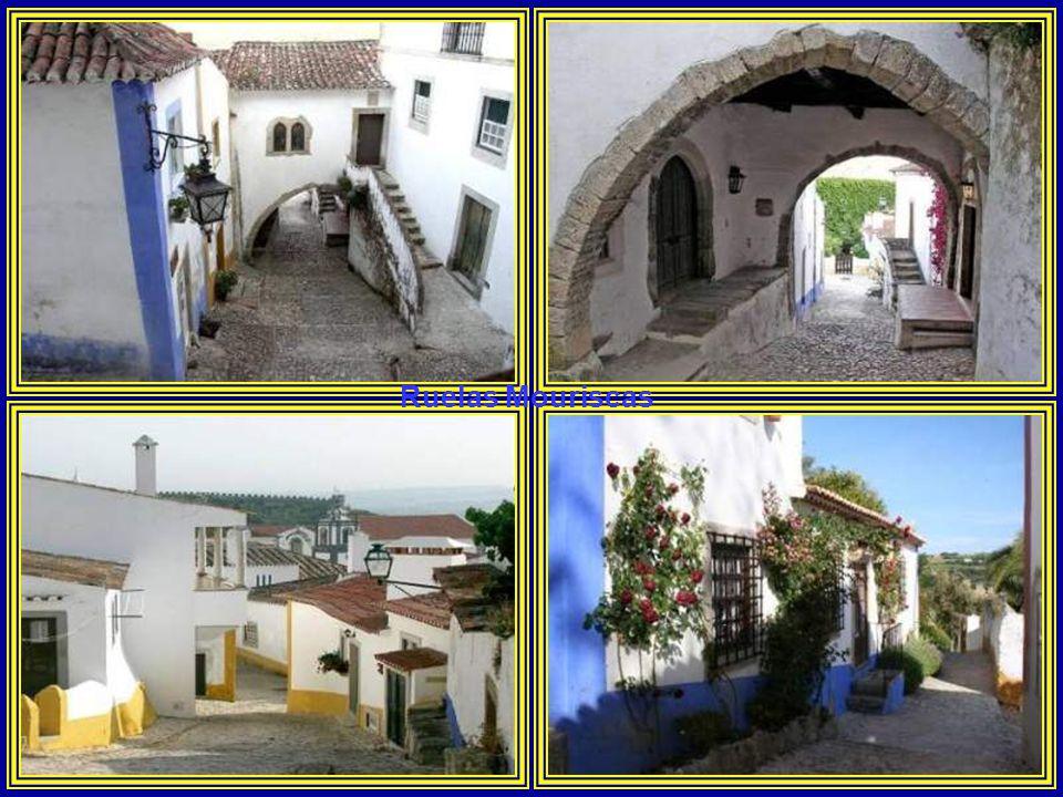 Cruzeiro da Memória.Foi construído em comemoração da tomada de Óbidos aos Mouros pelo rei D.