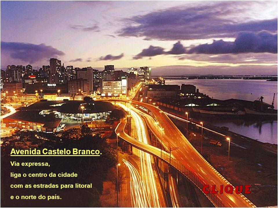 Ponte sobre o Rio Guaíba, um dos símbolos da cidade.