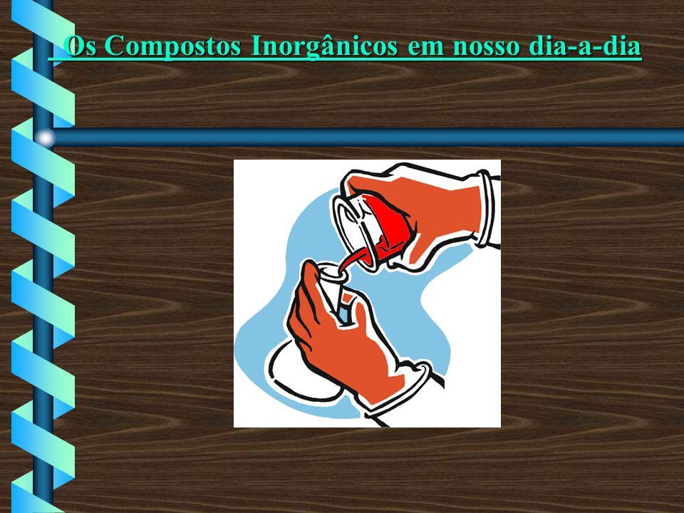 Ácido Nítrico (HNO 3 ) O ácido nítrico é um ácido extremamente perigoso, uma vez que ataca violentamente os tecidos animais e vegetais.
