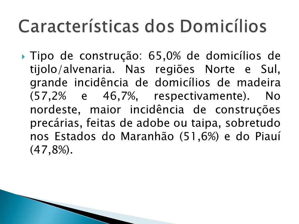 Tipo de construção: 65,0% de domicílios de tijolo/alvenaria. Nas regiões Norte e Sul, grande incidência de domicílios de madeira (57,2% e 46,7%, respe