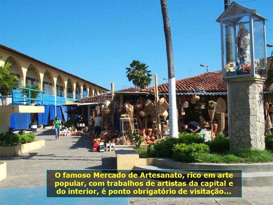 A belíssima praia de Pajuçara, toda remodelada, se destaca por suas piscinas naturais e os passeios de jangadas...
