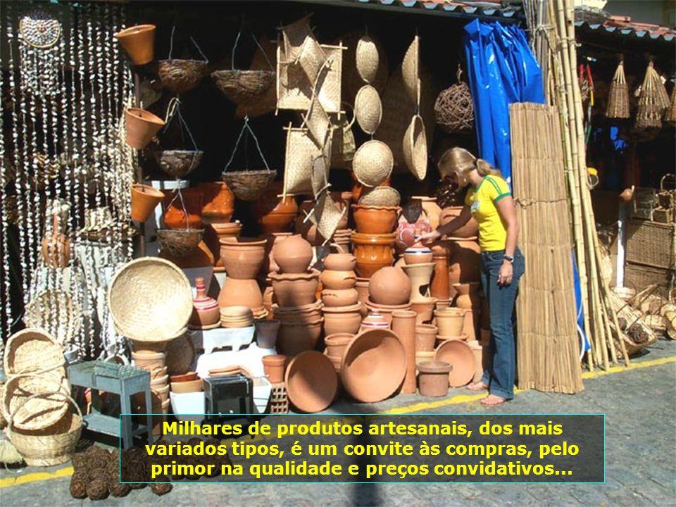 O famoso Mercado de Artesanato, rico em arte popular, com trabalhos de artistas da capital e do interior, é ponto obrigatório de visitação...