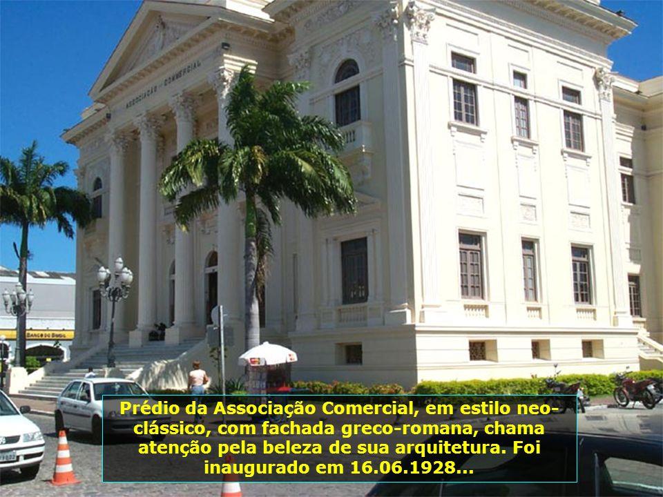 Em... O Palácio Floriano Peixoto, também conhecido como Palácio dos Martírios, foi inaugurado em 16.09.1902. O nome do Palácio homenageia um dos filho