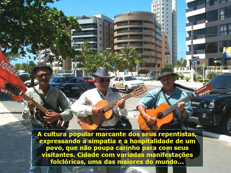 Av. Álvaro Otacílio, na Praia de Ponta Verde, uma das mais badaladas, de melhor infra-estrutura, com os melhores Hotéis e Restaurantes de Maceió. À no
