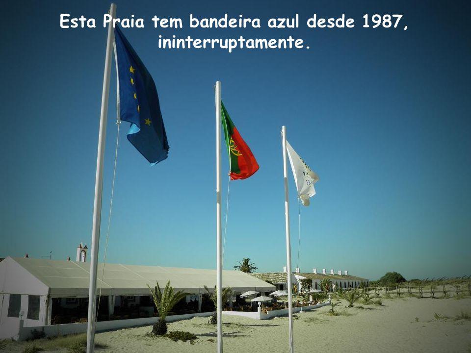 Mais à frente avistamos as bandeiras da Praia.