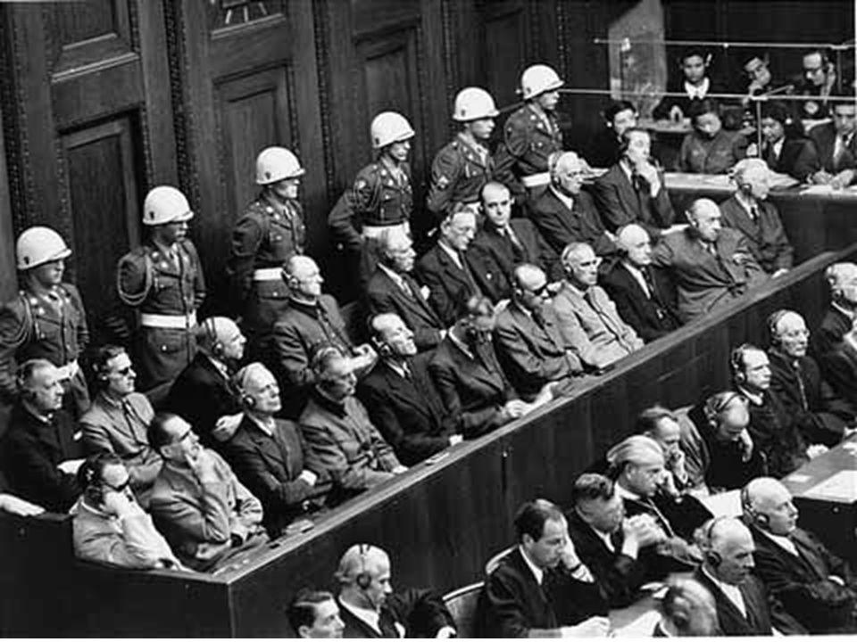 Um pouco de História... Código de Nuremberg (1947) - estabeleceu-se recomendação internacional sobre os aspectos éticos envolvidos na pesquisa em sere
