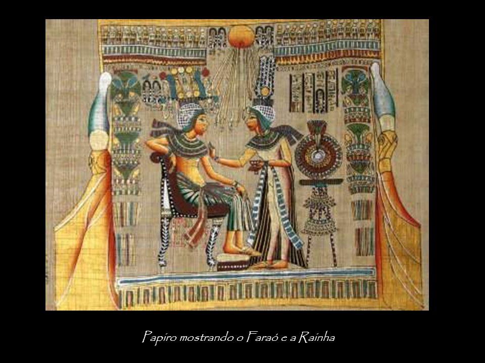 Papiro mostrando o Faraó e a Rainha
