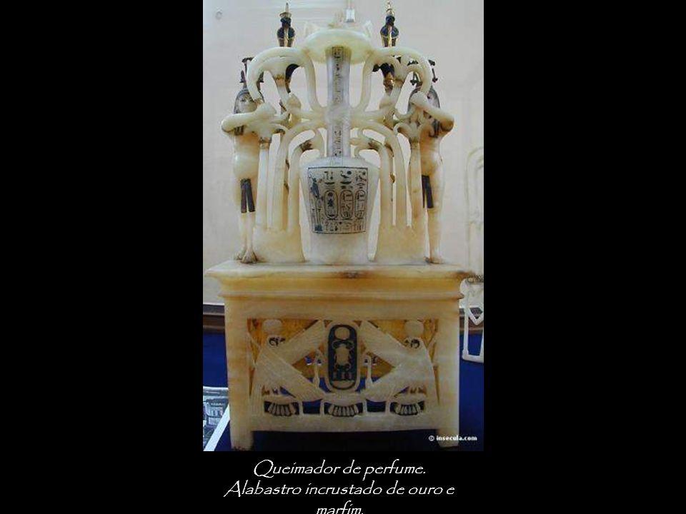 Queimador de perfume. Alabastro incrustado de ouro e marfim.