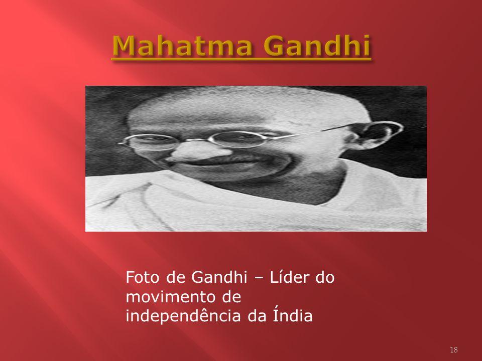 A resistência não-violenta ao colonialismo britânico, chefiada por Mahatma Gandhi, Vallabhbhai Patel e Jawaharlal Nehru, levou à independência frente