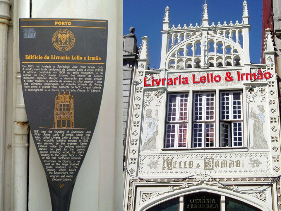 A que está considerada como a livraria mais bela da Europa, para muitos a mais bela do mundo, situa-se na segunda cidade mais importante de Portugal : Porto.