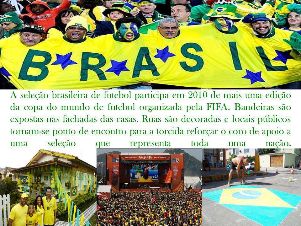 A seleção brasileira de futebol participa em 2010 de mais uma edição da copa do mundo de futebol organizada pela FIFA. Bandeiras são expostas nas fach