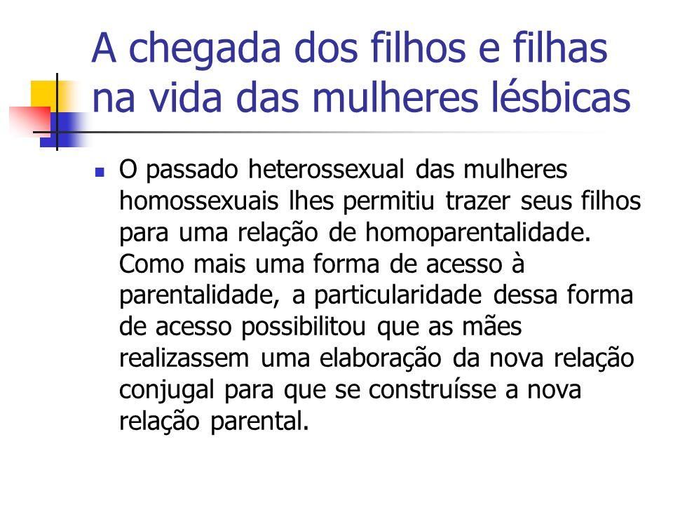 A chegada dos filhos e filhas na vida das mulheres lésbicas O passado heterossexual das mulheres homossexuais lhes permitiu trazer seus filhos para um
