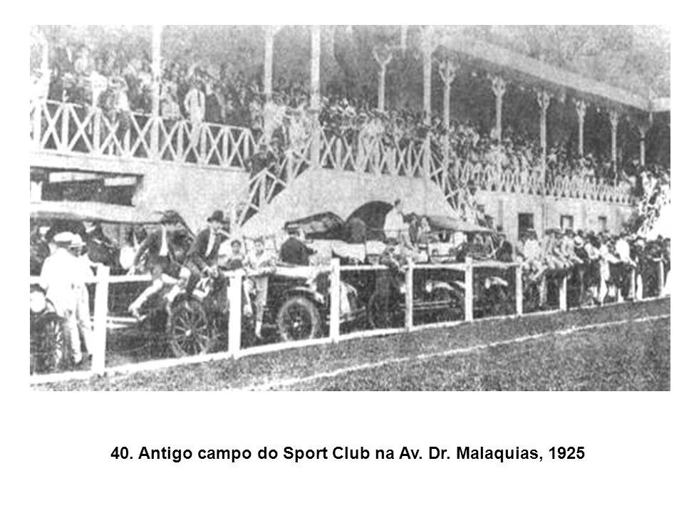 39. Bondes depredados na Revolução de 1930.