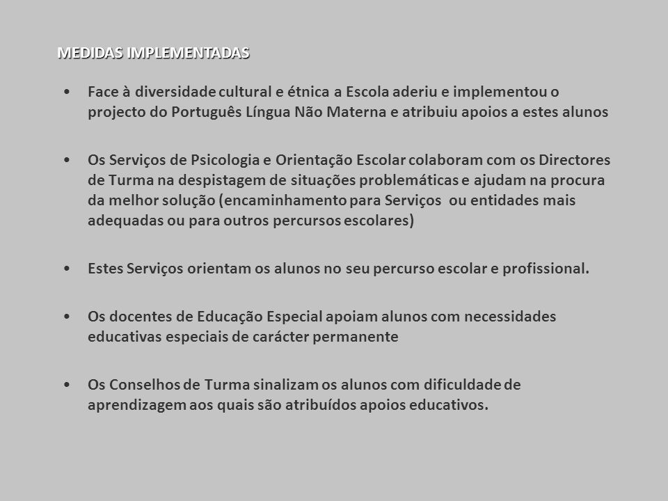 Face à diversidade cultural e étnica a Escola aderiu e implementou o projecto do Português Língua Não Materna e atribuiu apoios a estes alunos Os Serv