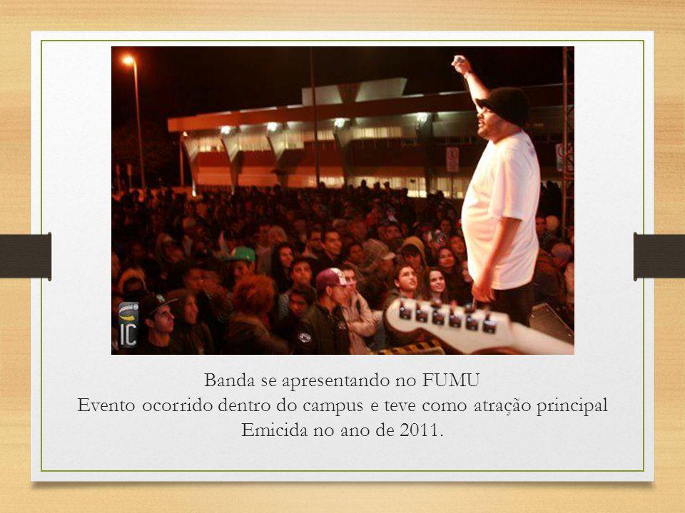 Banda se apresentando no FUMU Evento ocorrido dentro do campus e teve como atração principal Emicida no ano de 2011.