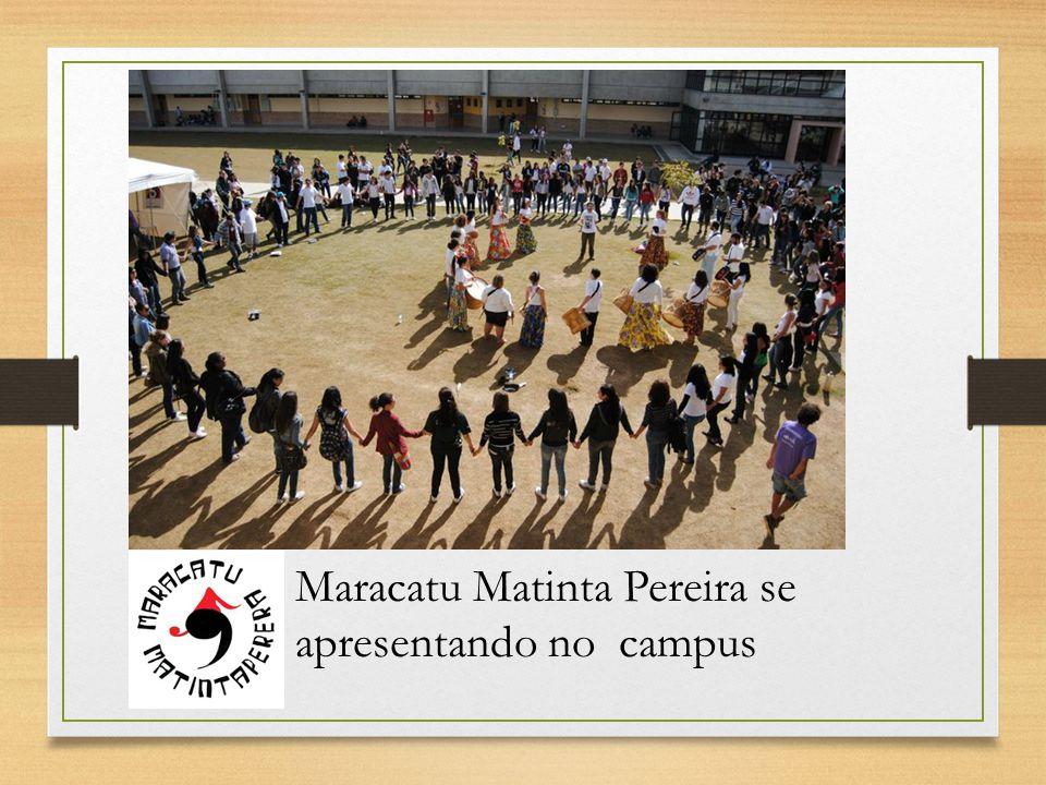 Maracatu Matinta Pereira se apresentando no campus