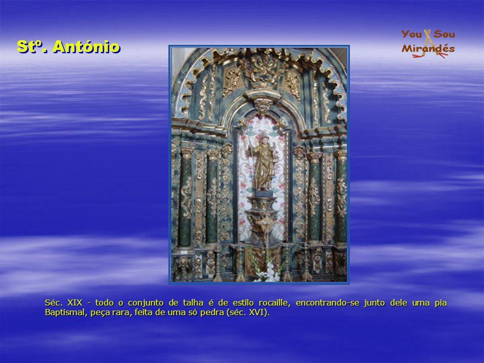 Séc. XIX - todo o conjunto de talha é de estilo rocaille, encontrando-se junto dele uma pia Baptismal, peça rara, feita de uma só pedra (séc. XVI). St