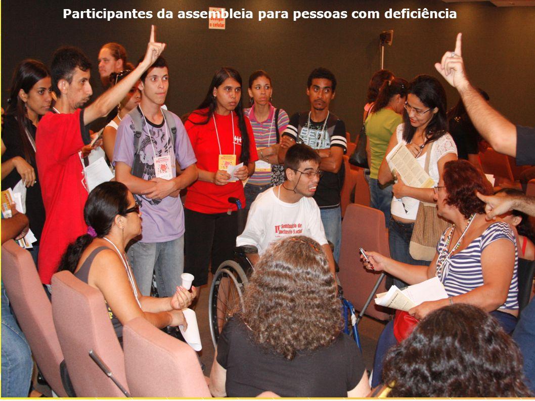 Participantes da assembleia para pessoas com deficiência