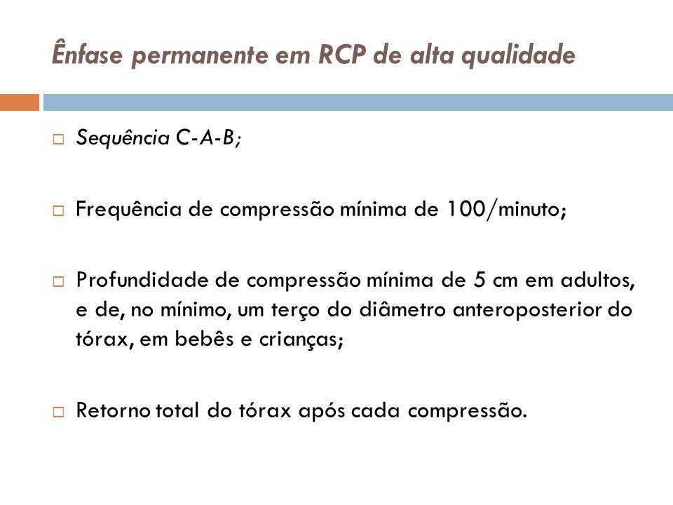 Ênfase permanente em RCP de alta qualidade Sequência C-A-B; Frequência de compressão mínima de 100/minuto; Profundidade de compressão mínima de 5 cm e
