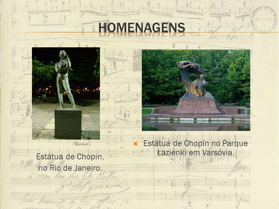 Estátua de Chopin no Parque Łazienki em Varsóvia. Estátua de Chopin, no Rio de Janeiro.
