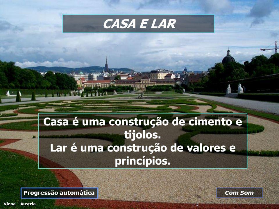 CASA E LAR Viena - Áustria Casa é uma construção de cimento e tijolos.