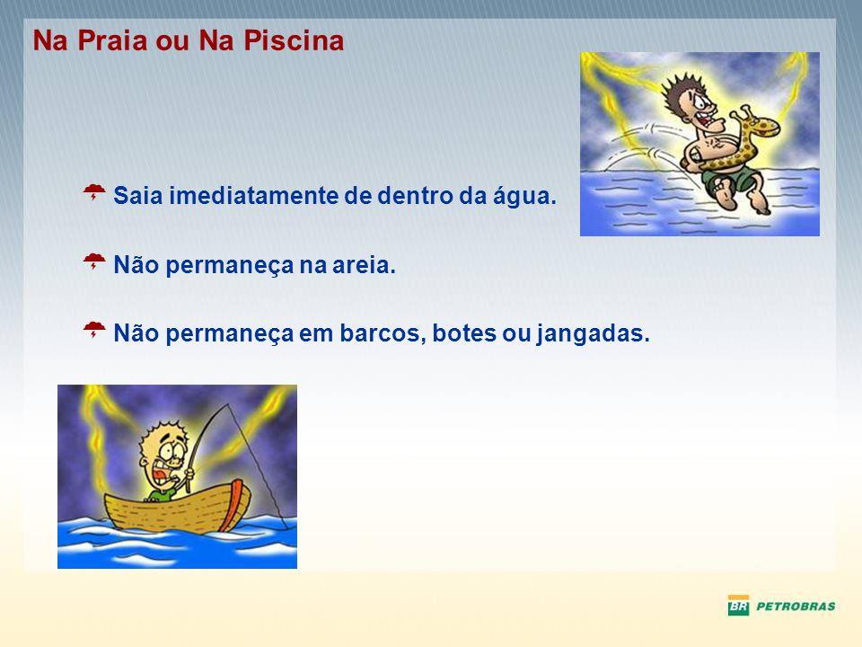 Saia imediatamente de dentro da água. Não permaneça na areia. Não permaneça em barcos, botes ou jangadas. Na Praia ou Na Piscina
