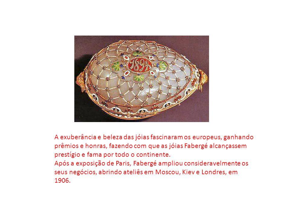 A exuberância e beleza das jóias fascinaram os europeus, ganhando prêmios e honras, fazendo com que as jóias Fabergé alcançassem prestígio e fama por