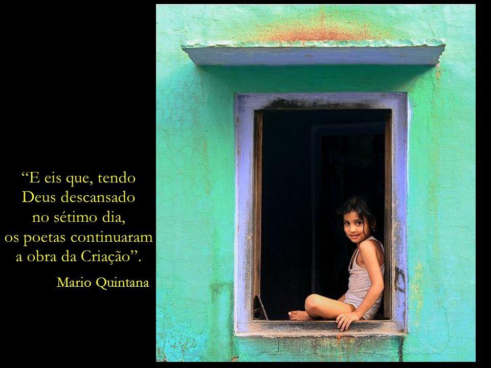 O passado não reconhece o seu lugar: está sempre no presente. Mario Quintana nasceu na cidade de Alegrete/RS, em 1906, e faleceu, na cidade de Porto A