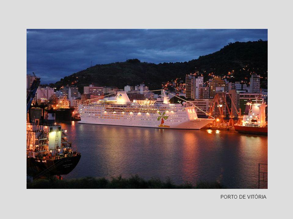 PRAIA DO CANTO - Ancoradouro de embarcações de pesca, próximo a ponte de Camburí e ao Triângulo das Bermudas.