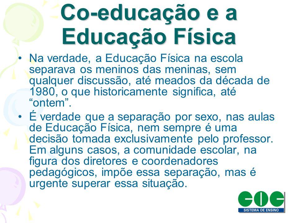 Educação Física Escolar Conceito e importância do jogo Impossível pensar em uma criança que não brinque ou jogue.