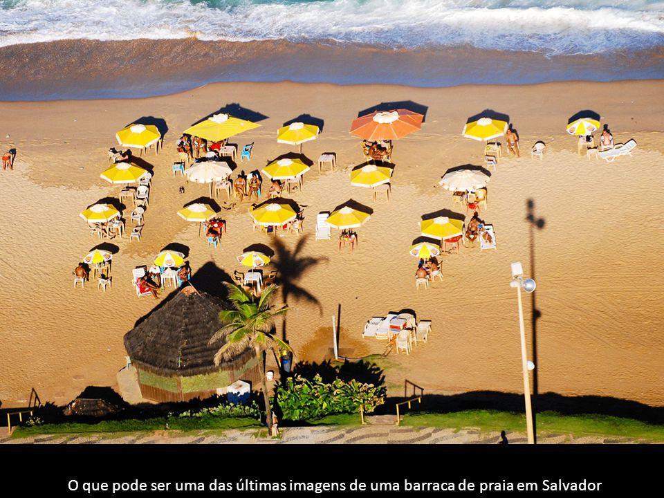 O que pode ser uma das últimas imagens de uma barraca de praia em Salvador