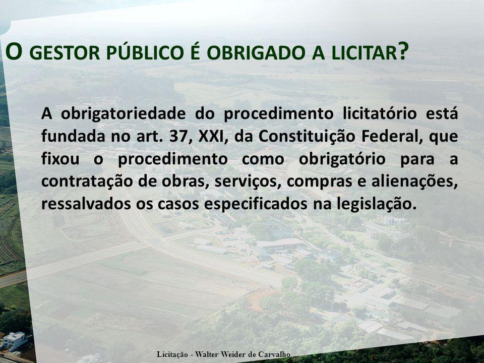 A obrigatoriedade do procedimento licitatório está fundada no art. 37, XXI, da Constituição Federal, que fixou o procedimento como obrigatório para a