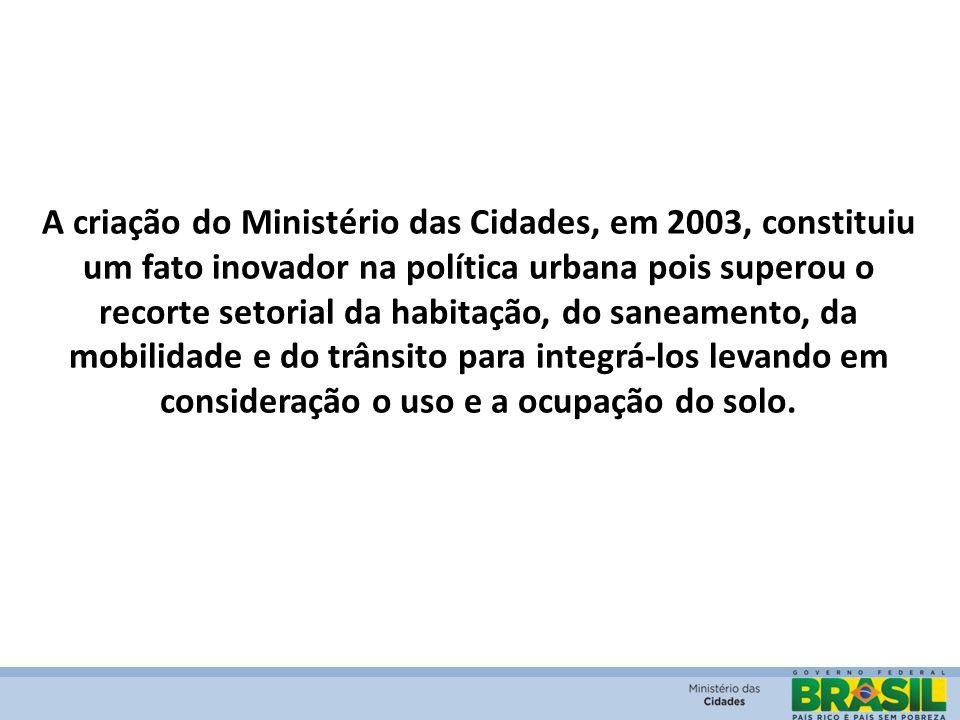 A criação do Ministério das Cidades, em 2003, constituiu um fato inovador na política urbana pois superou o recorte setorial da habitação, do saneamen