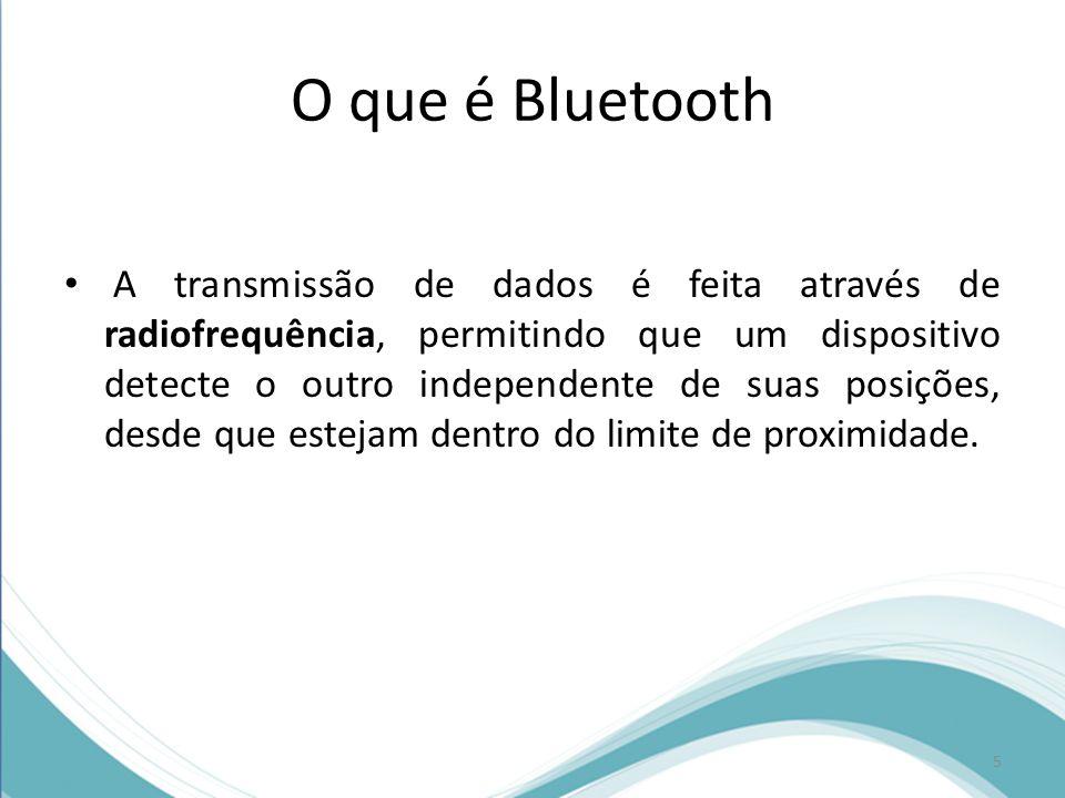 O que é Bluetooth A transmissão de dados é feita através de radiofrequência, permitindo que um dispositivo detecte o outro independente de suas posiçõ