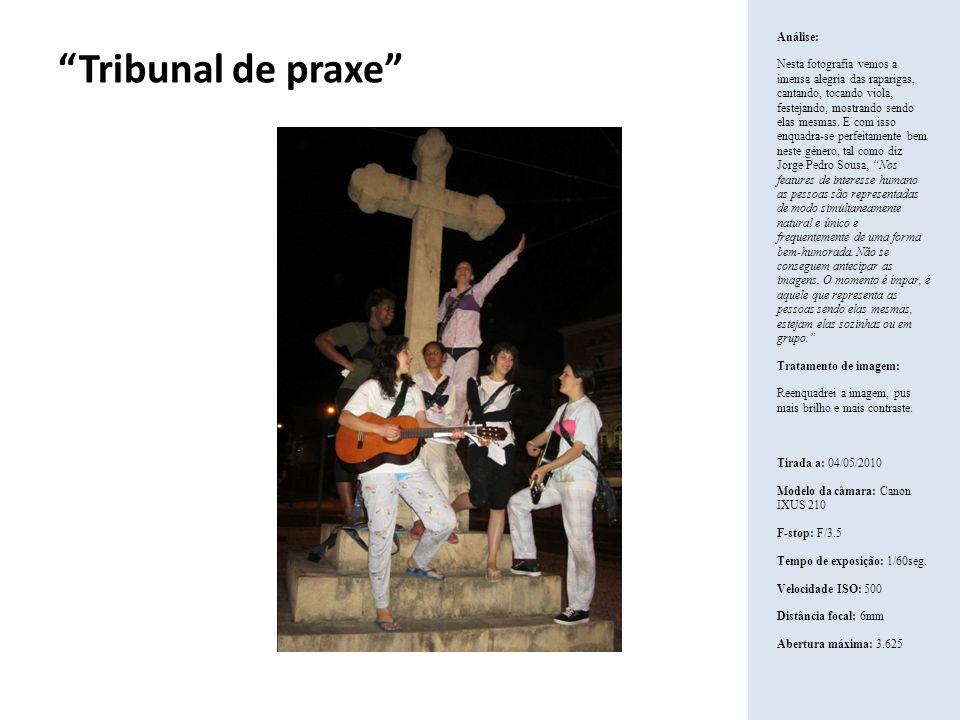 Tribunal de praxe Análise: Nesta fotografia vemos a imensa alegria das raparigas, cantando, tocando viola, festejando, mostrando sendo elas mesmas. E