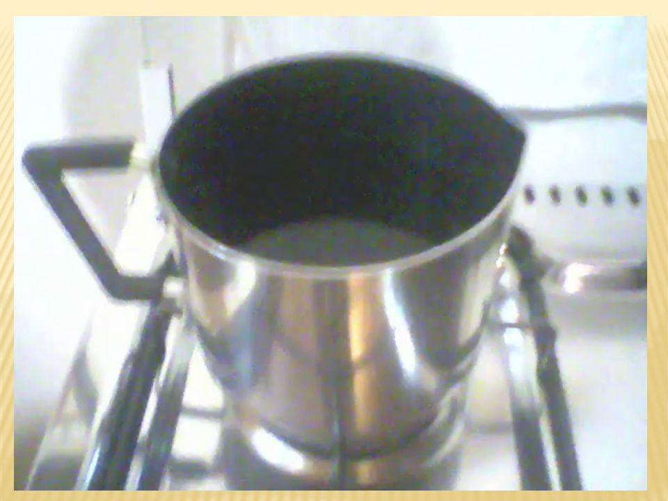 A água pura à pressão de 1 atm possui ponto de fusão de 0 o C e ponto de ebulição de 100 o C.