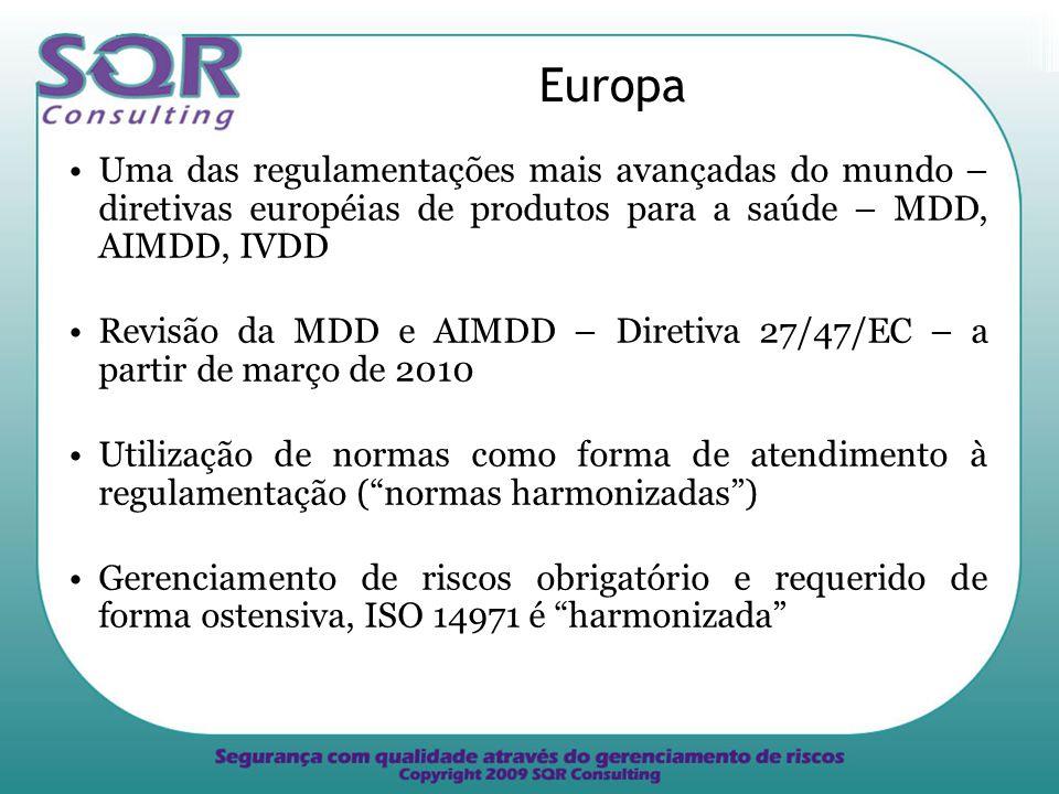 Europa Uma das regulamentações mais avançadas do mundo – diretivas européias de produtos para a saúde – MDD, AIMDD, IVDD Revisão da MDD e AIMDD – Diretiva 27/47/EC – a partir de março de 2010 Utilização de normas como forma de atendimento à regulamentação (normas harmonizadas) Gerenciamento de riscos obrigatório e requerido de forma ostensiva, ISO 14971 é harmonizada